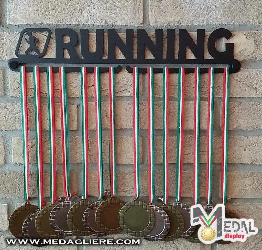 porta medaglie da parete per il runner